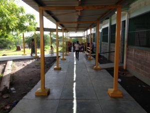 Voluntarios de HOI y Lufussa construyeron el techo y la fachada del Centro de Estudios Básicos de la comunidad de Guanacastillo, Choluteca.
