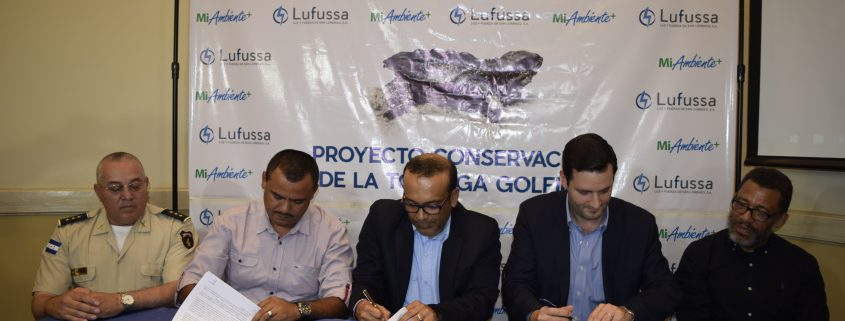 Lufussa firma convenio para la conservación de la tortuga golfina