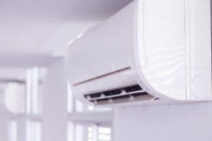 aire-acondicionado-dentro-habitacion_34936-1548